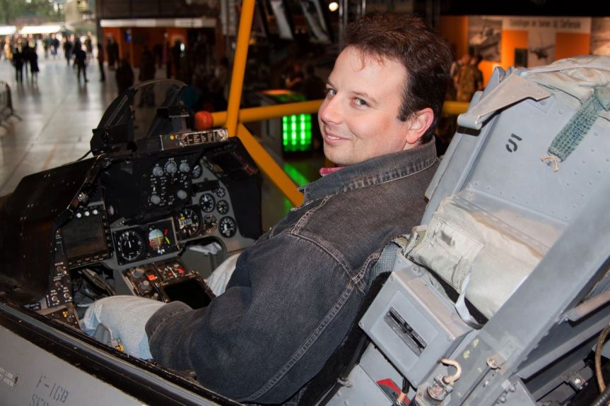 Von Kampfjets, Fahrrädern und Social Media – wie ich in der Mediothek gelandetbin