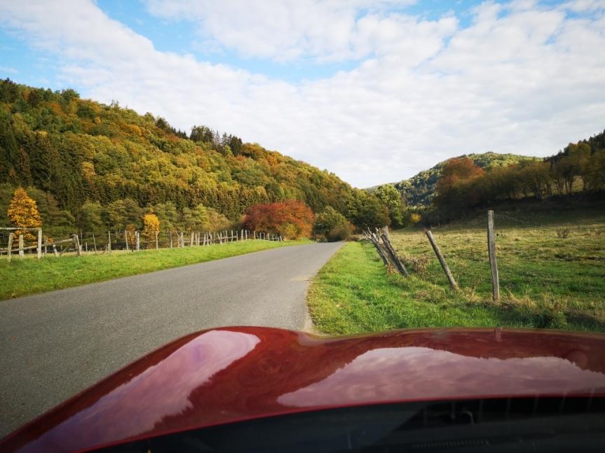 Mit dem Cabrio durch die Eifel. Herbst von seiner schönstenSeite.