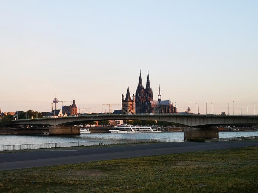 Von Köln nach Düren – Rhein, Flugzeuge,Schlösser