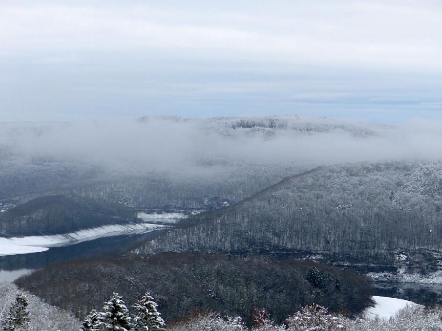 Heller Schnee und dunkle Geschichte – Fahrt von Schmidtheim nachDüren